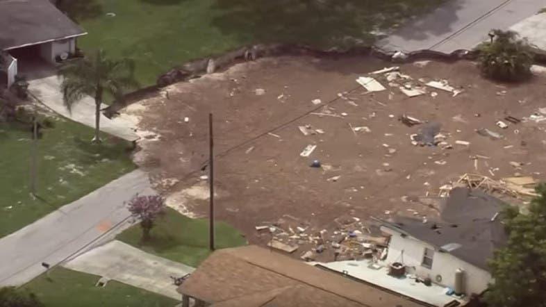 Growing sinkhole swallows 2 houses, 1 boat in Florida - Al Arabiya