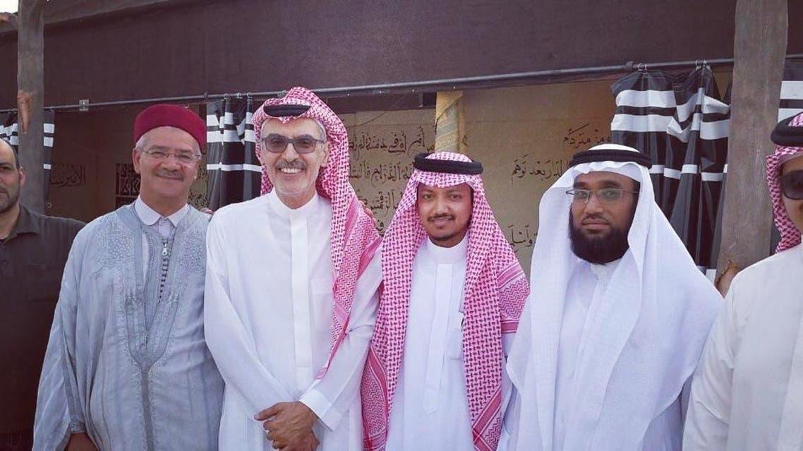 هذا سبب تكريم بنغلاديشي على مسرح الأمير خالد االفيصل؟