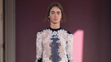 دار فالنتينو تخرج عن المألوف في أسبوع الأزياء الباريسي