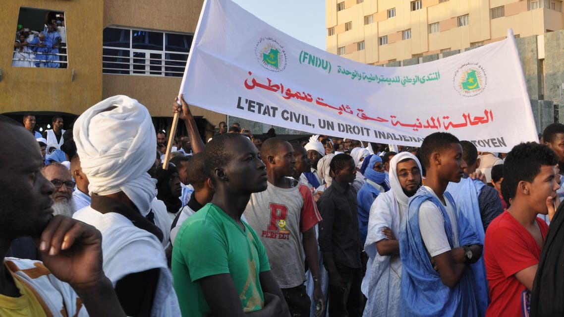 Thousands of activists take part in a demostration on May 7, 2016 in Nouakchott to proclaim their rejection of the project of constitutional revision announced on May 3rd by the president Mohamed Ould Abdel Aziz. STR / AFP