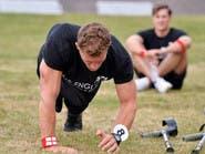 بساق واحدة يفوز بلقب أكثر الرجال وسامة في إنجلترا