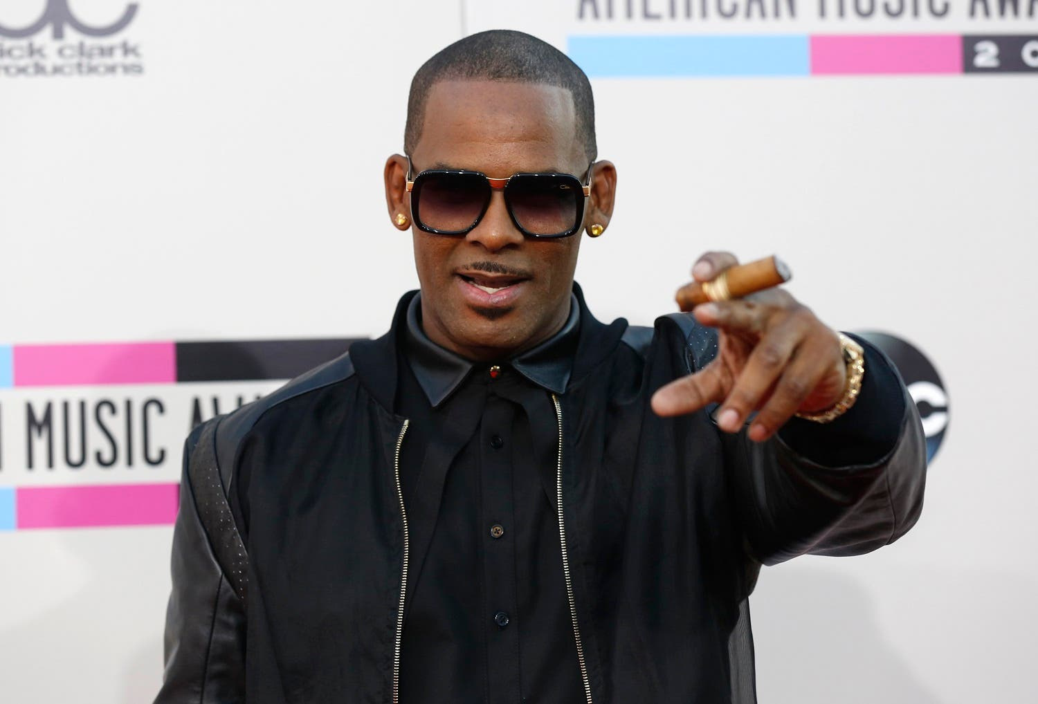 Singer R. Kelly arrives at the 41st American Music Awards in Los Angeles, California November 24, 2013. (Reuters)
