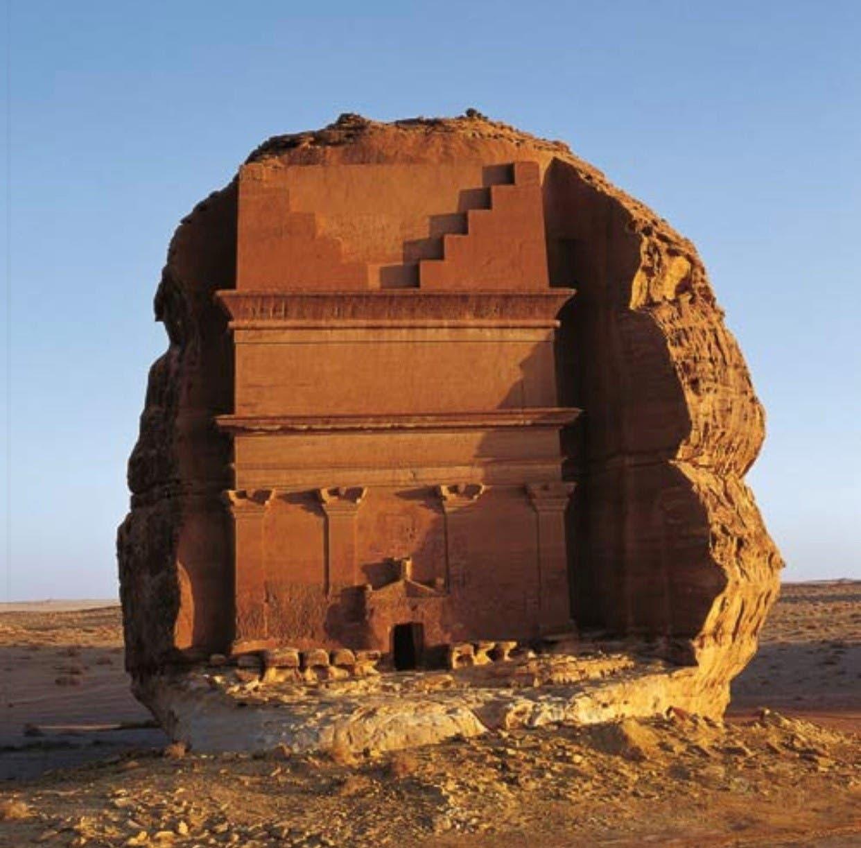 العلا أكبر مدينة أثرية بعدد الواجهات الصخرية