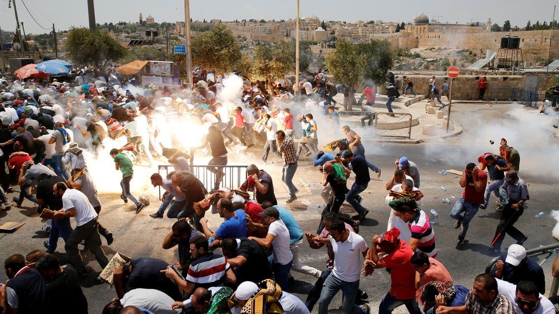 الصورة التي التقطها مصور رويترز لقمع الاحتلال المحتجين غضباً للمسجد الأقصى