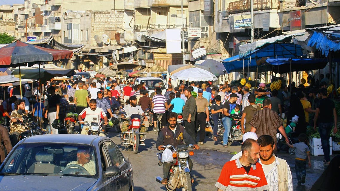 People shop during Ramadan in the rebel-held Idlib city, Syria June 8, 2017. (Reuters)