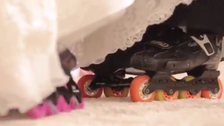 """بالفيديو.. سعودي يزف زوجته عبر عجلات """"السكيت"""""""
