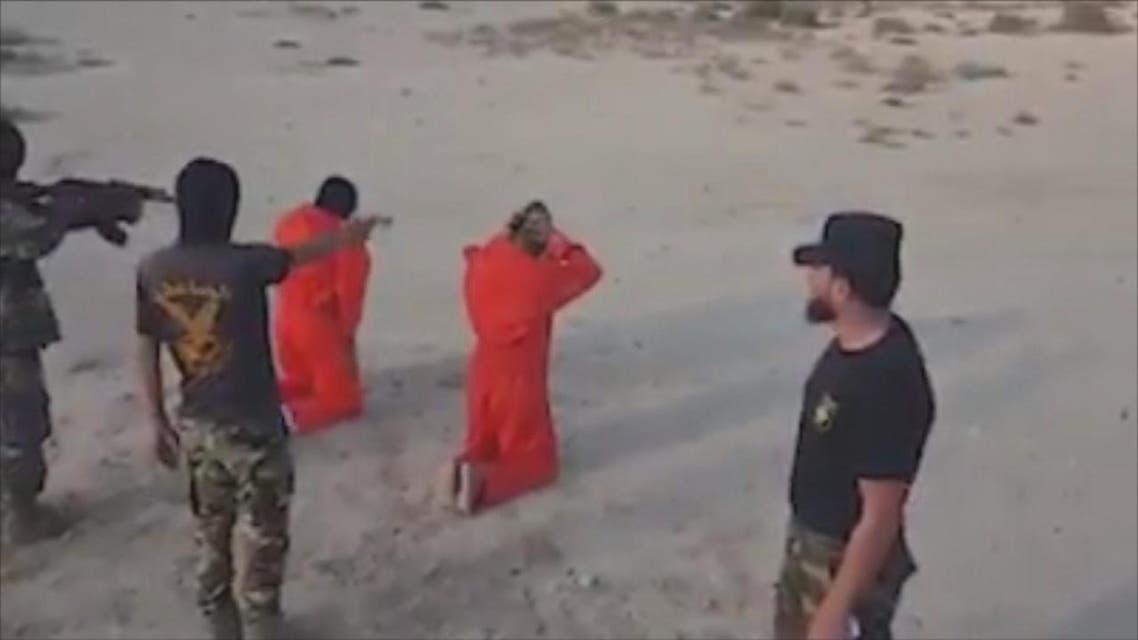 THUMBNAIL_ محمـود الورفلي يقوم بأعدام 20 اسير بـا رصاص