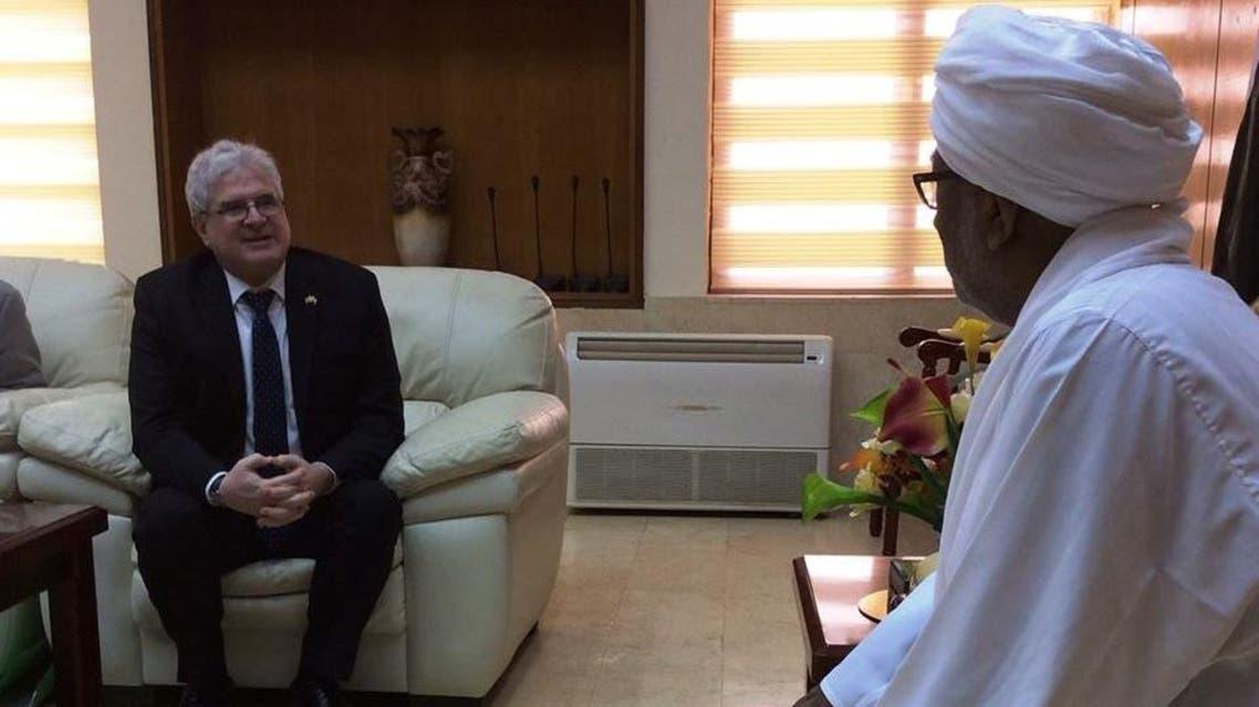 من لقاء القائم بالأعمال ستيفن كوتسيس برئيس المجلس الوطني السوداني ابراهيم أحمد عمر