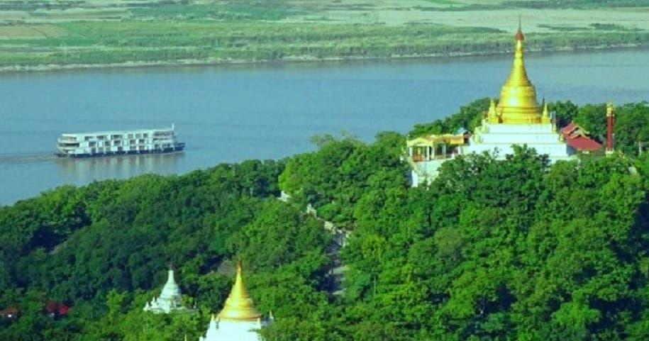 المعبد الذي يضم صورا عن أثر لقدم بوذا، جرفته الاجتياحات المائية الى النهر المجاور