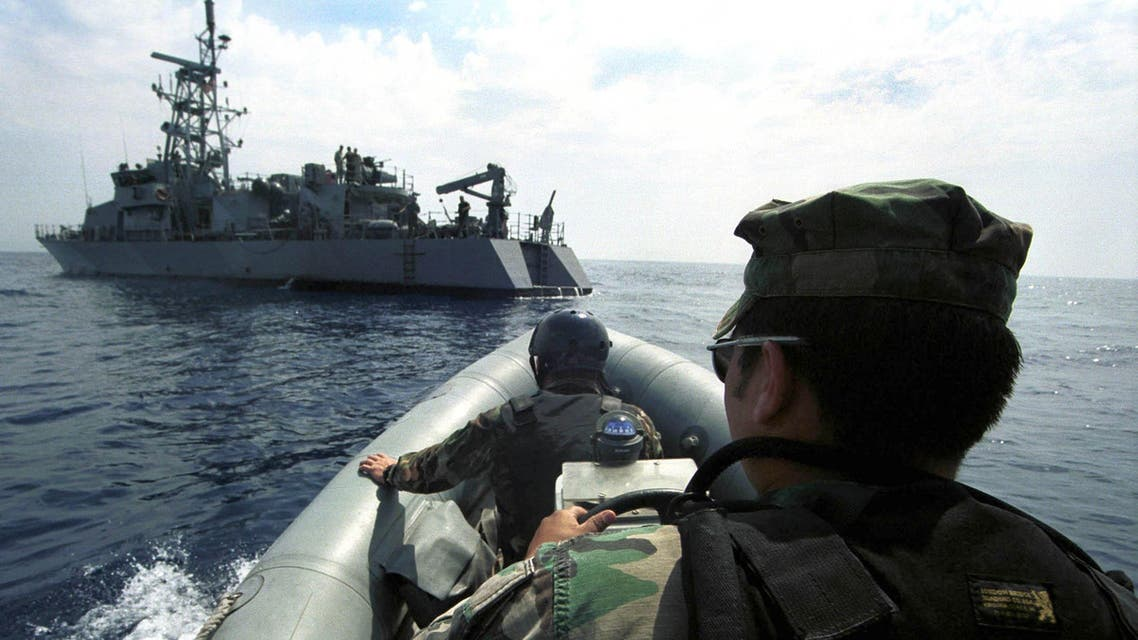 Coxswain Raul Martinez from Texas, USA, right, and boat engineer Jerry Hayes, from Georgia, USA, approaching US Navy coastal patrol ship USS Thunderbolt in the Adriatic Sea off Croatian coast, Tuesday, June 13, 2000. (File photo: AP)