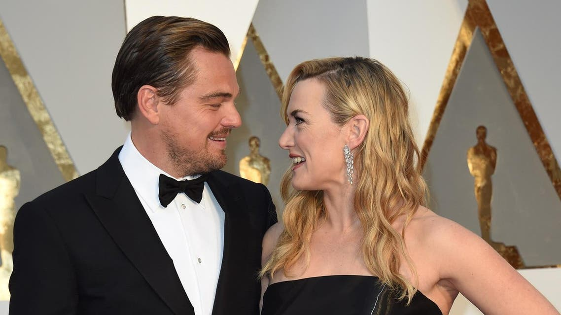 Actor Leonardo DiCaprio (L) and actress Kate Winslet arrive on the red carpet for the 88th Oscars on February 28, 2016 in Hollywood, California. (AFP)