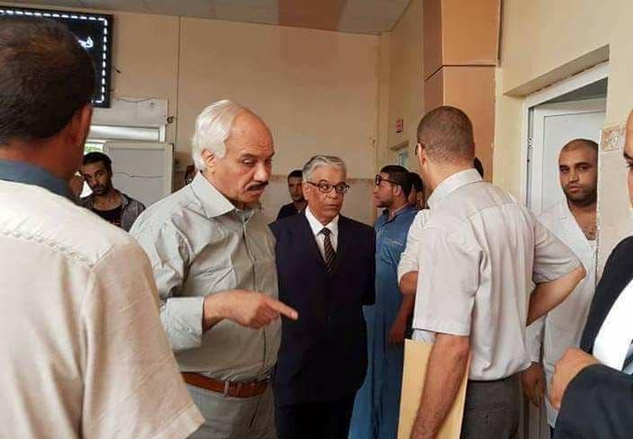 والي محافظة الجفلة يحقق في المستشفى الذي شهد الواقعة
