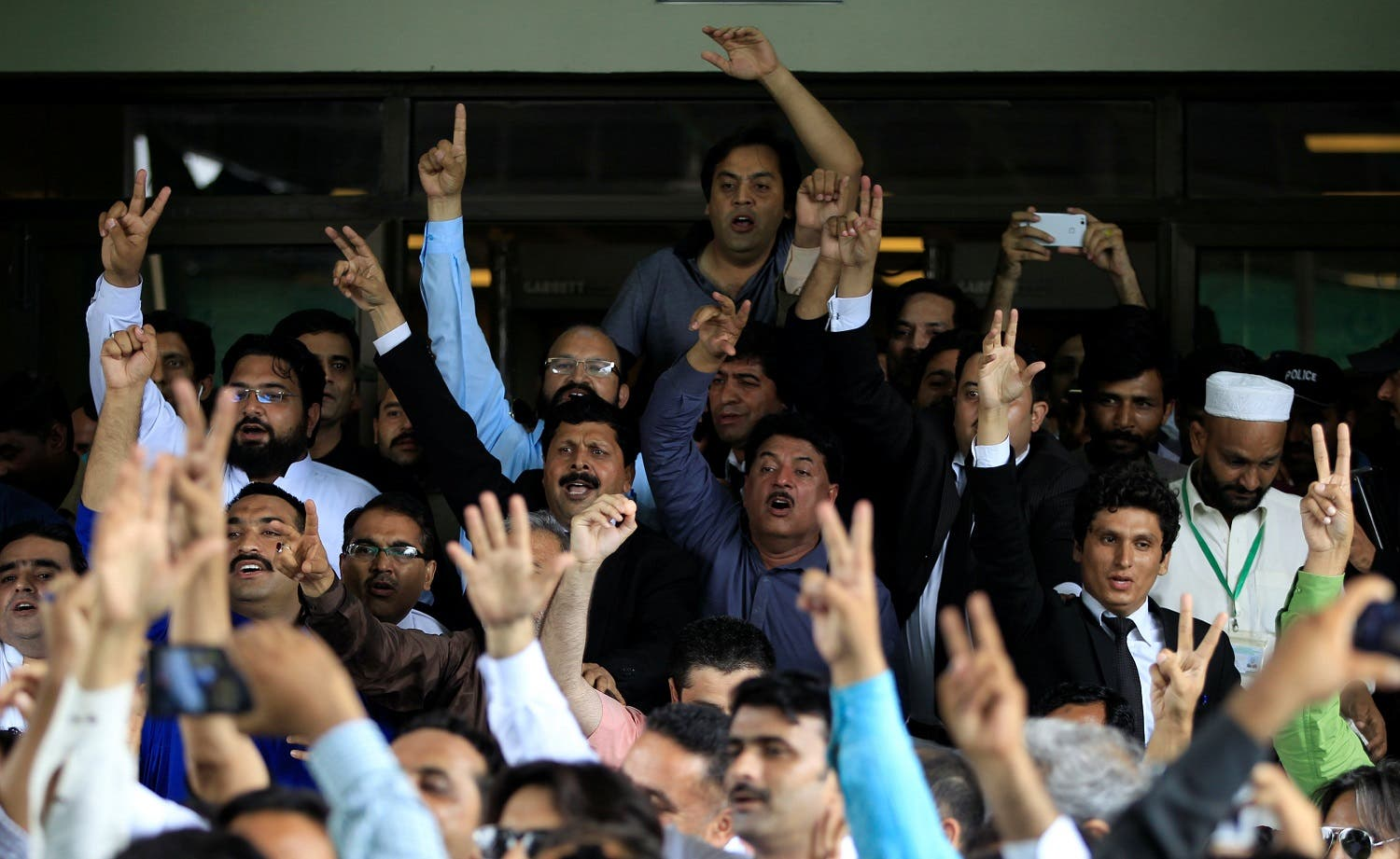 Opponents of Prime Minister Nawaz Sharif shout slogans as they exit the Supreme Court in Islamabad, Pakistan July 28, 2017. (Reuters)