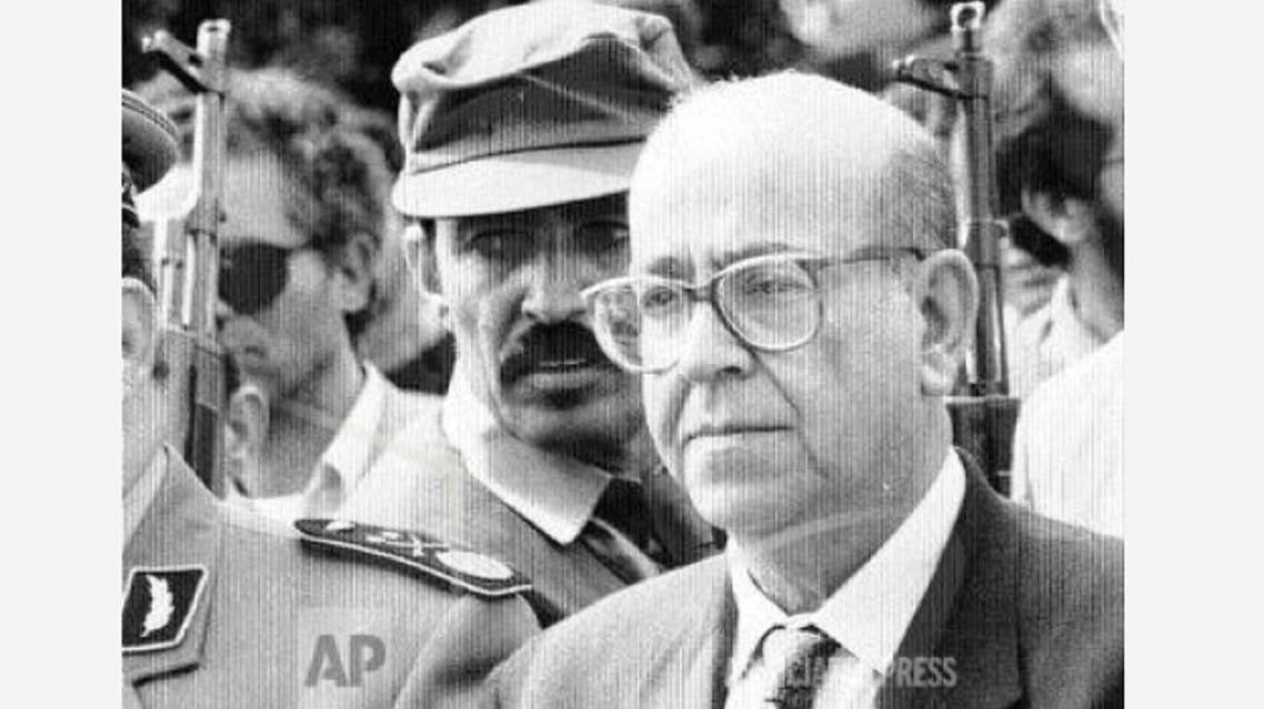 Former Algerian Premier Redha Malek is surrounded by soldiers after he announced his candidacy for the November presidential elections in Algiers, Saturday August 26, 1995. (File Photo: AP)