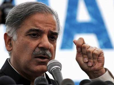 شهباز شريف برادر نواز شریف که قرار است در پارلمان با عباسی برای پست نخست وزیری رقابت کند