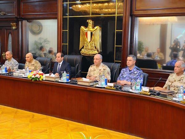 السيسي يبحث مع قادة الجيش مواجهة الإرهاب في سيناء