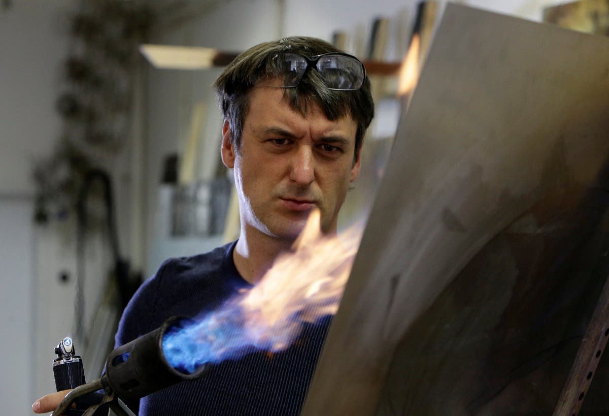 Vlna uses a world-unique technique, heating up steel to different temperatures to obtain different colors. (Reuters)