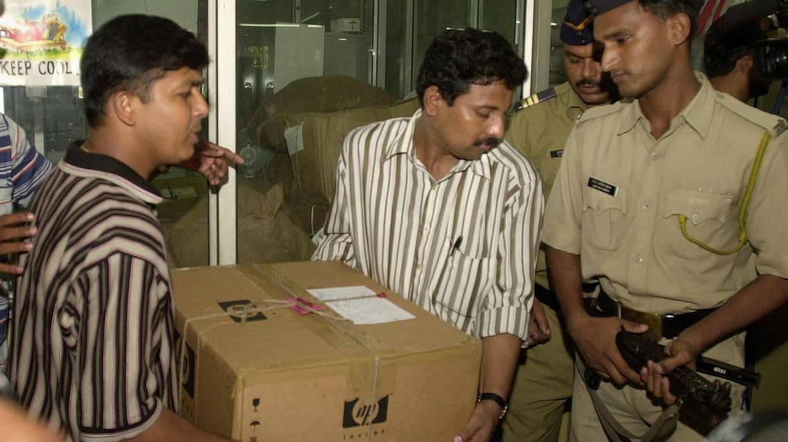 Narcotics Control Bureau officials carry a box containing cocaine during a press conference in Bombay, on June 4, 2006. (File photo: AP)
