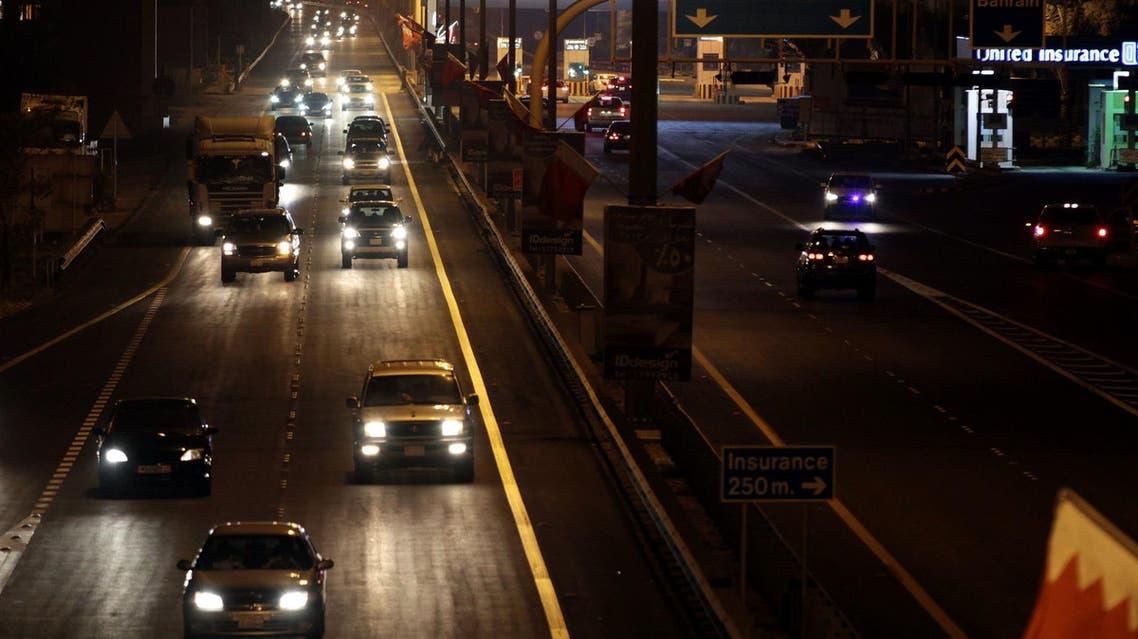 Vehicles travel into Bahrain from Saudi Arabia at King Fahd causeway on Jan. 1, 2013. (File photo: AP)
