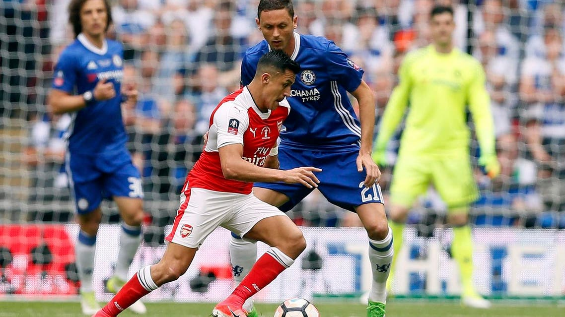 Arsenal's Alexis Sanchez, foreground, challenges Chelsea's Nemanja Matic during the English FA Cup final soccer match between Arsenal and Chelsea at Wembley stadium in London, Saturday, May 27, 2017. (AP)