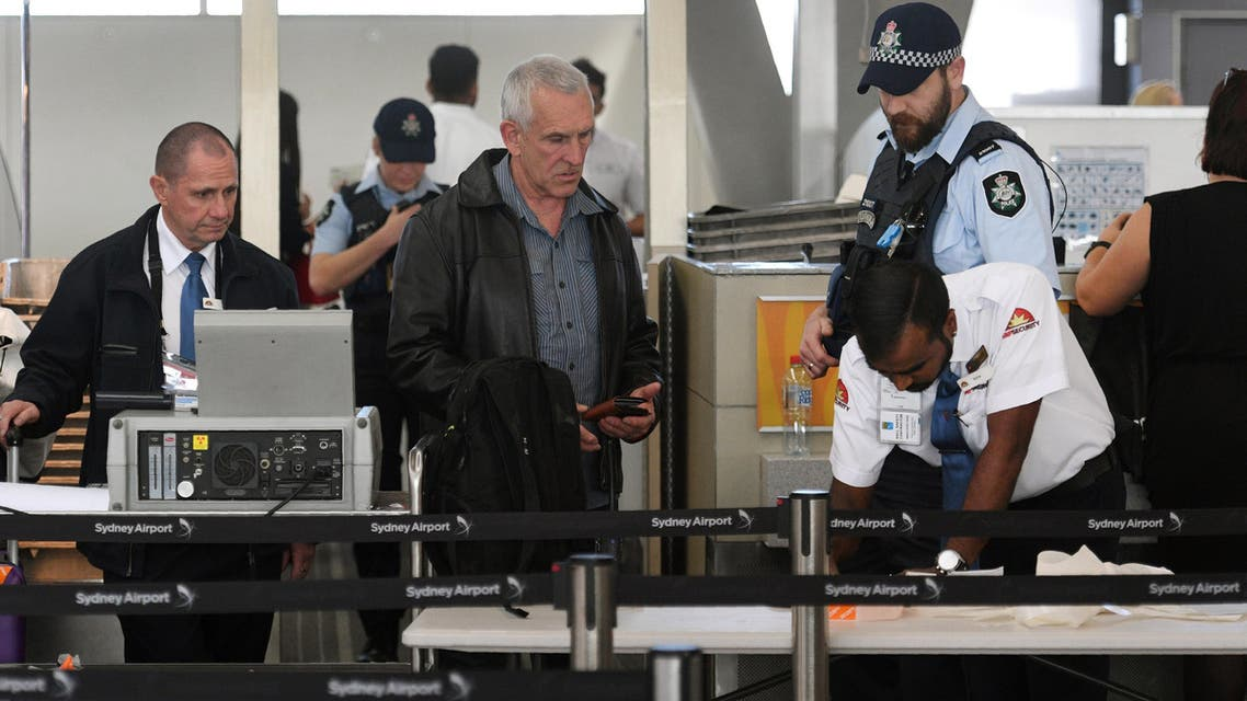 """Police help screen passengers at Sydney Airport on July 30, 2017. Australia has foiled an Islamist-inspired """"terrorist plot"""" to bring down an airplane with an improvised explosive, authorities said on July 30, after four people were arrested in raids across Sydney. WILLIAM WEST / AFP"""