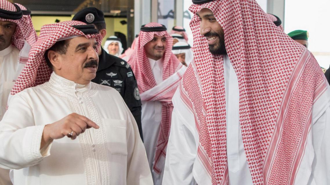 نائب خادم الحرمين الشريفين يستقبل ملك البحرين ويعقد اجتماعًا معه