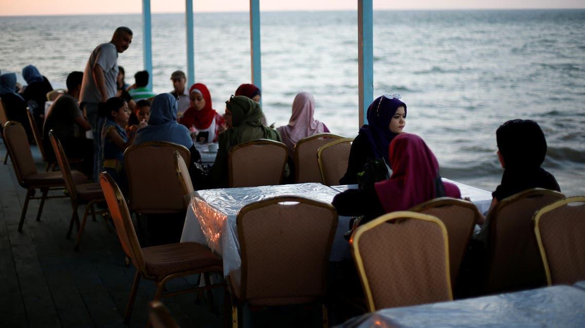 سفينة مطعم على بحر غزة