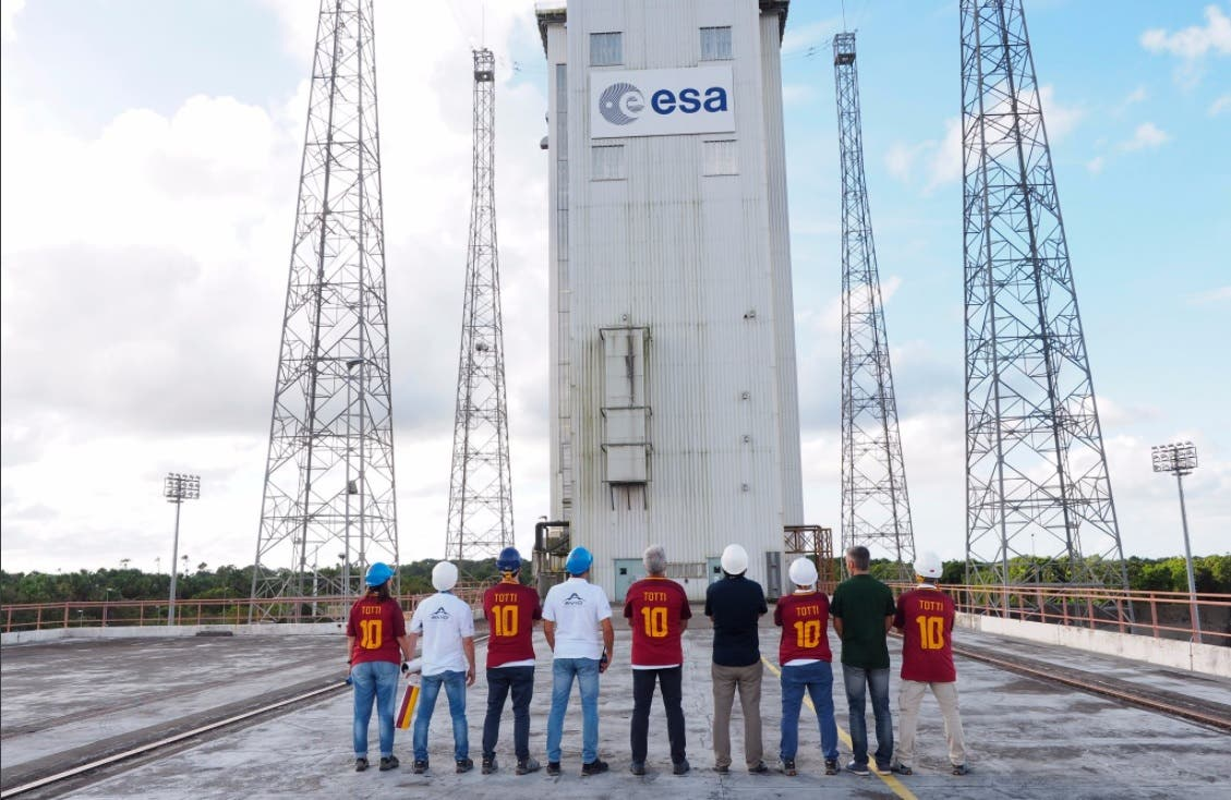 Totti Shirt launching to space
