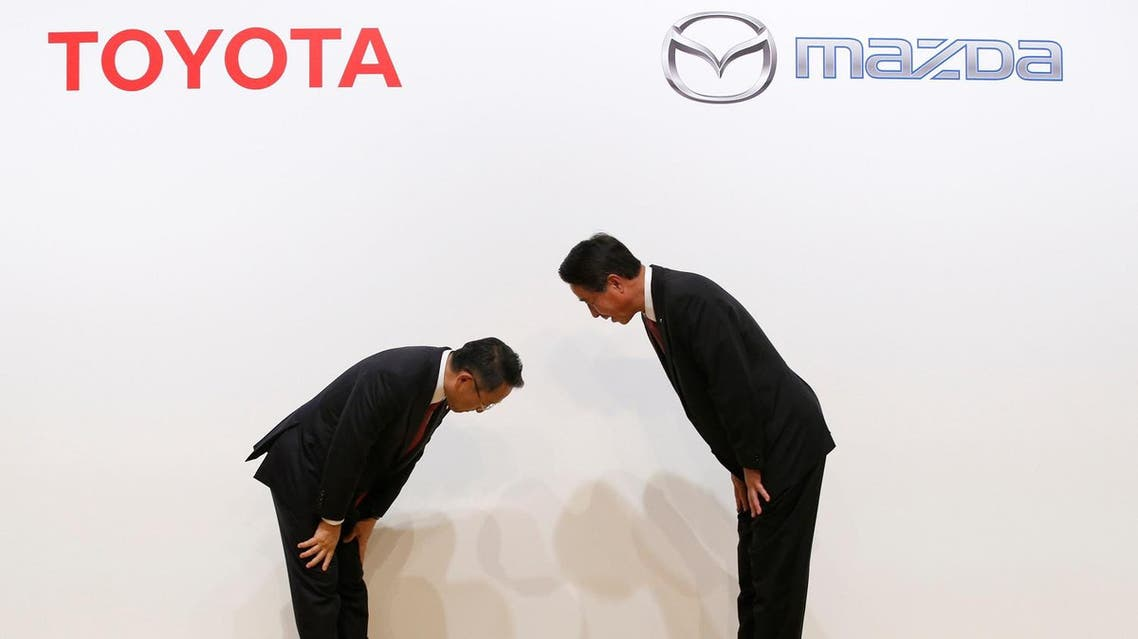 Toyota Motor President Akio Toyoda and Mazda Motor President Masamichi Kogai bow at a joint news conference in Tokyo, Japan August 4, 2017. REUTERS