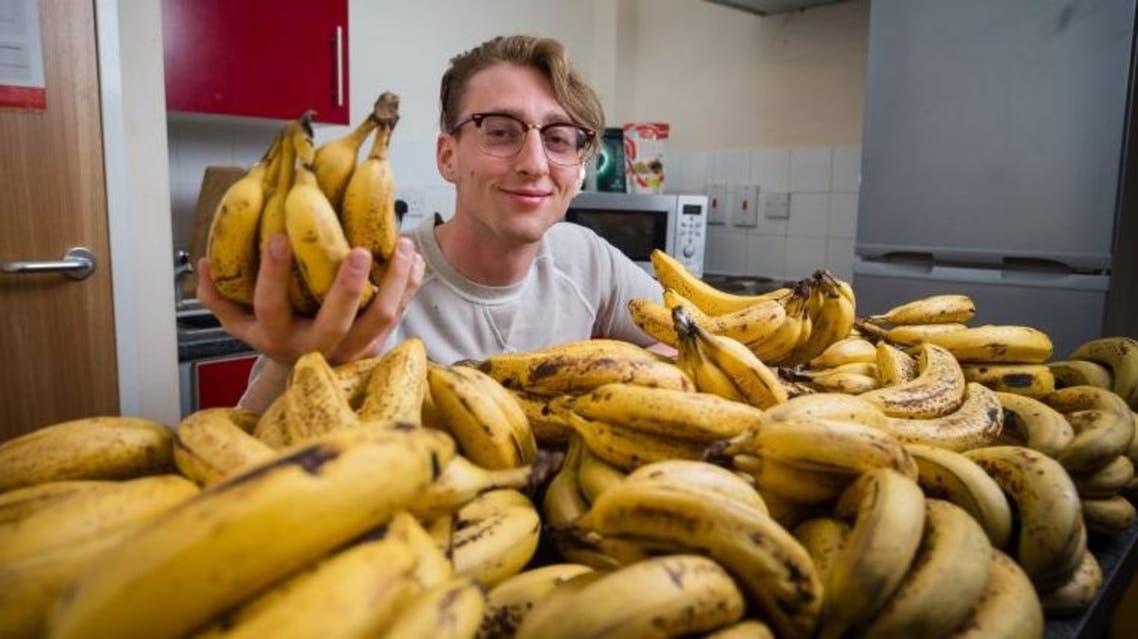 رجل نباتي يعيش على 150 موزة
