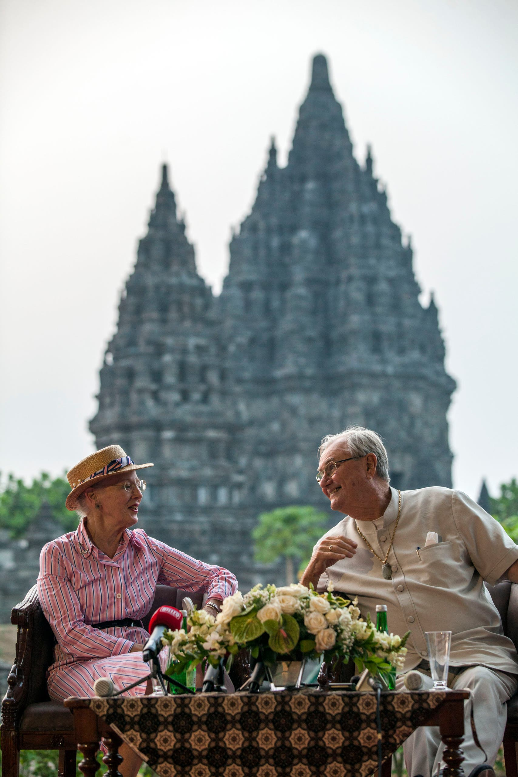 الأمير هنريك مع زوجته الملكة مارغريت خلال زيارة لتايلاند