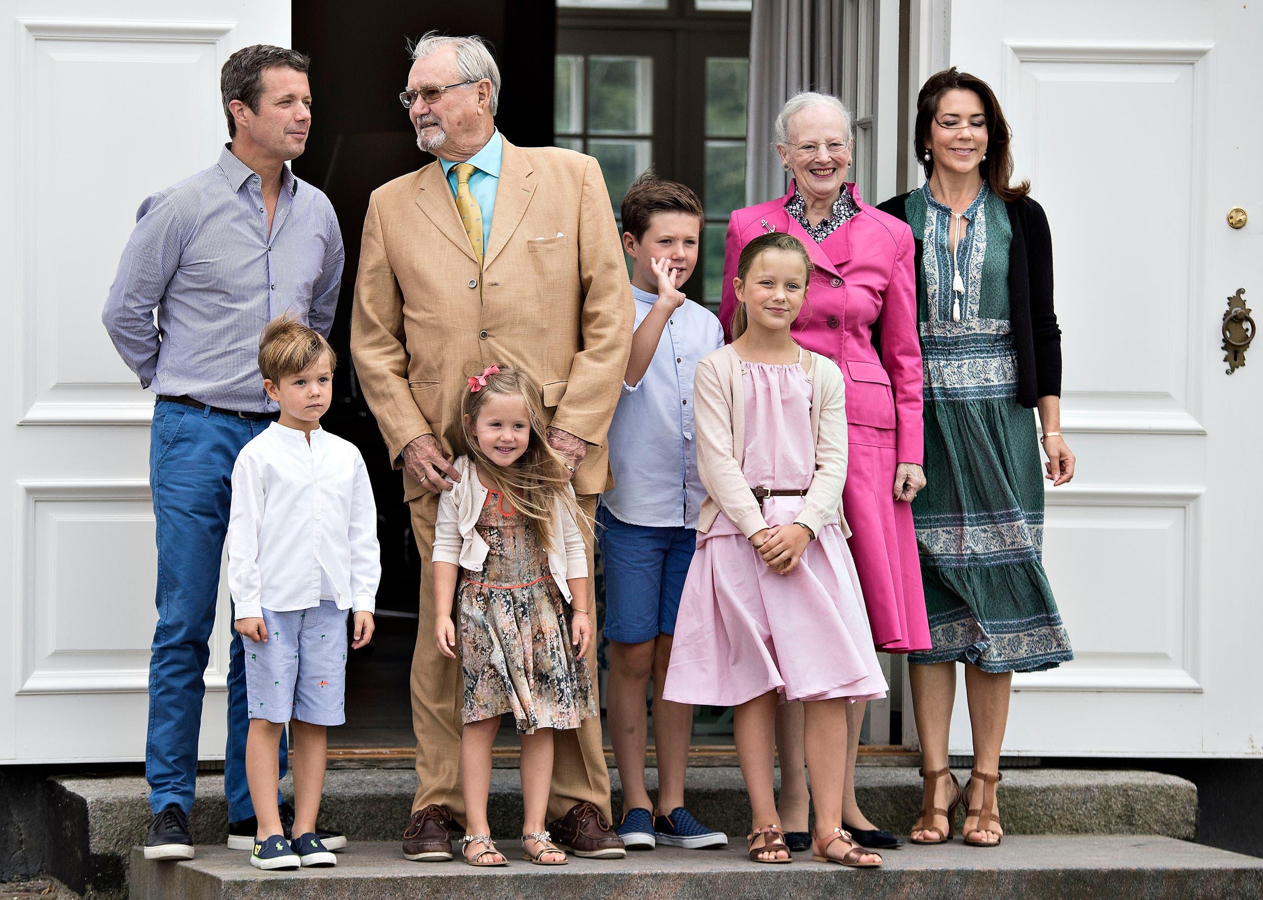 الأمير هنريك مع عائلته الملكية