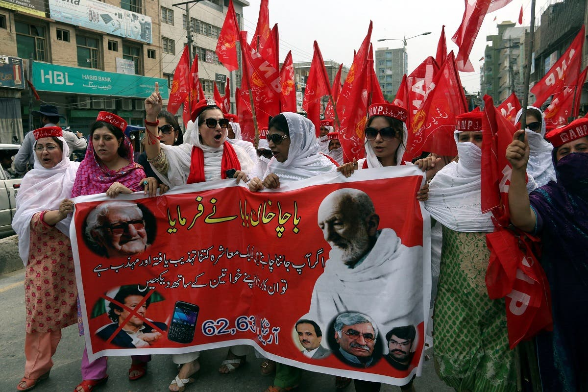 Supporters of Awami National Party (ANP) attend a protest rally in support of lawmaker Ayesha Gulalai in Peshawar, Pakistan August 4, 2017. (Reuters)