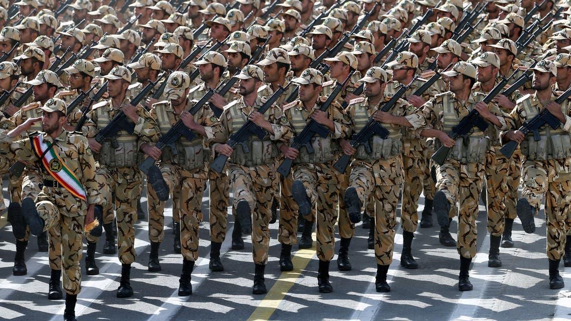 جنود إيرانيون في احتفال عسكري