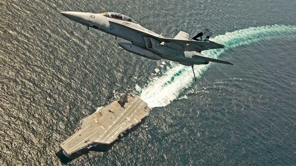 مقاتلة أميركية فوق حاملة طائرات