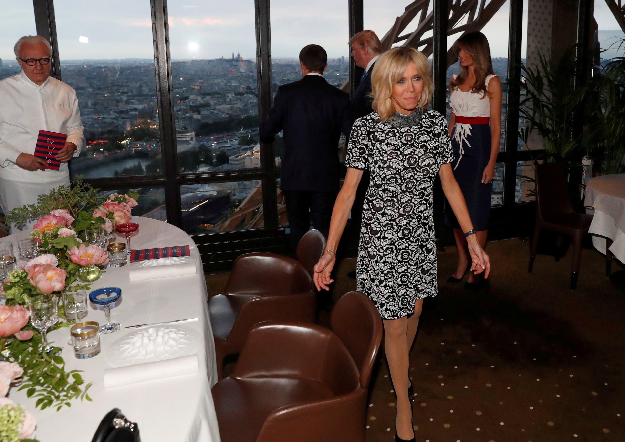 بريجيت خلال العشاء المقام على شرف الرئيس الأميركي وزوجته في برج ايفل في يوليو الماضي