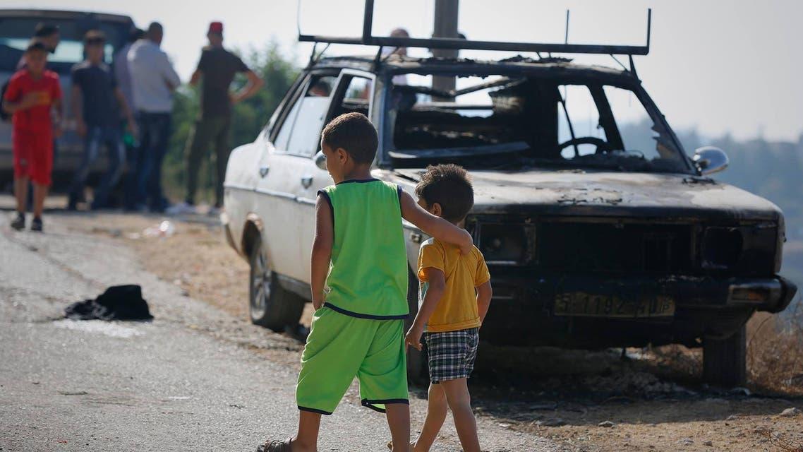 مستوطنون يحرقون مركبات فلسطينية في رام الله