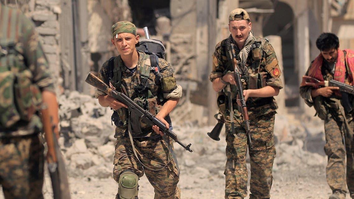 عناصر من قوات سوريا الديمقراطية في الرقة