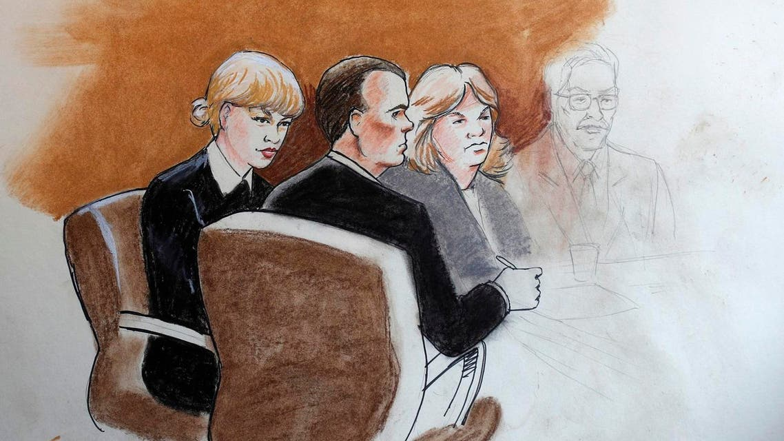 pop singer Taylor Swift, left, appears with her lawyer and mother in federal court Tuesday, Aug. 8, 2017, in Denver. (AP)