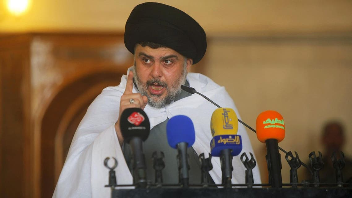 Iraqi Shi'ite radical leader Muqtada al-Sadr delivers a sermon to worshippers during Friday prayers at the Kufa mosque near Najaf, April 3, 2015. (Reuters)