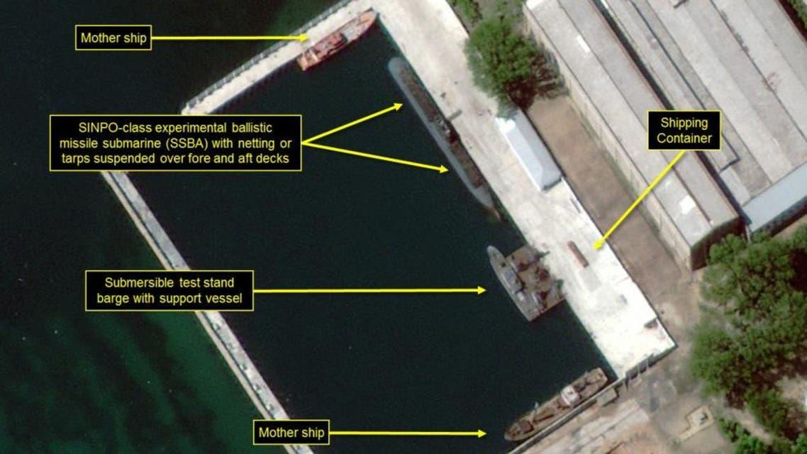 كوريا الشمالية تستعد لتجربة صاروخية من غواصة