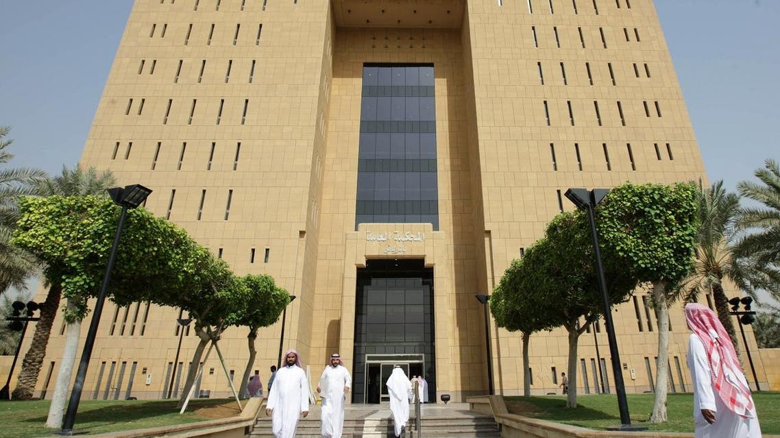 People enter and leave Riyadh's general court October 20, 2008. A Saudi court began formal legal proceedings on Monday against around 70 militant suspects ahead of the first trials of al Qaeda sympathisers who waged a campaign of violence in the U.S.-allied monarchy. (Reuters)