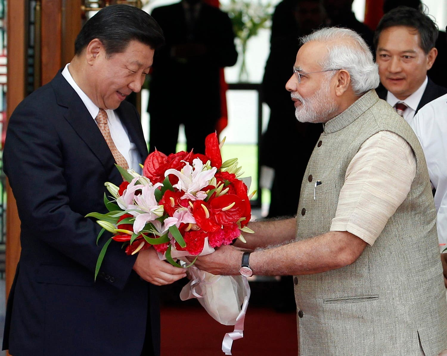 India's Prime Minister Narendra Modi presents a bouquet to China's President Xi Jinping (L) before their meeting in the western Indian city of Ahmedabad September 17, 2014. (Reuters)