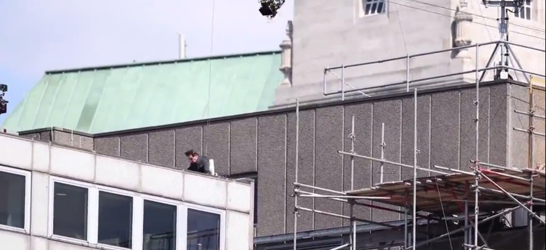 Tom cruise slams into building impact (screengrab)