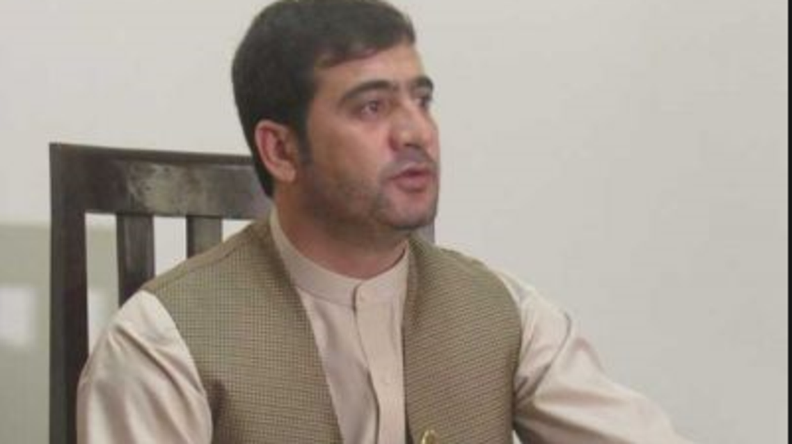 صف مهمند که ادعا داشت والی بلخ او را میخواهد ترور کند در فرودگاه مزار شریف بازداشت شد