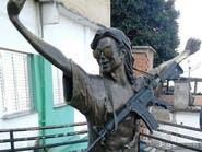 وضعوا رشاشاً على تمثال مايكل جاكسون