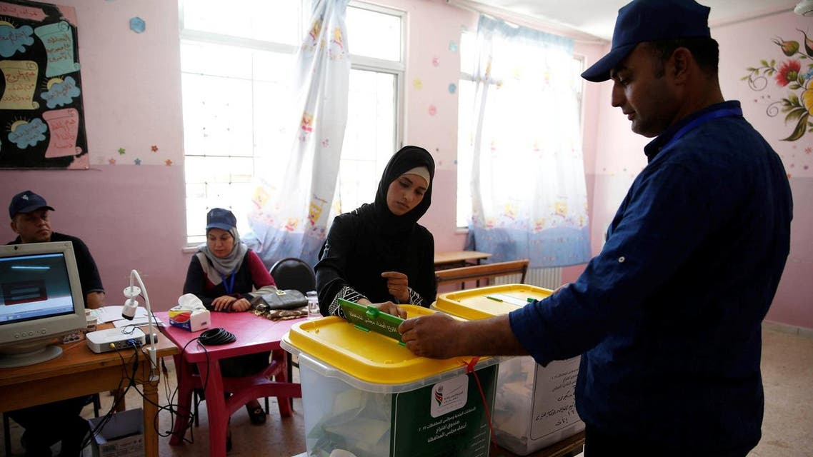 A Jordanian woman casts her ballot at a polling station for local and municipal elections in Amman, Jordan, August 15, 2017. (Reuters)