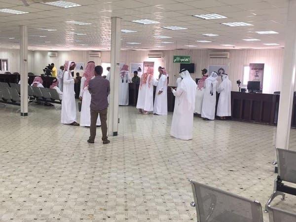 صور حجاج قطر وهم ينهون إجراءاتهم داخل منفذ سلوى