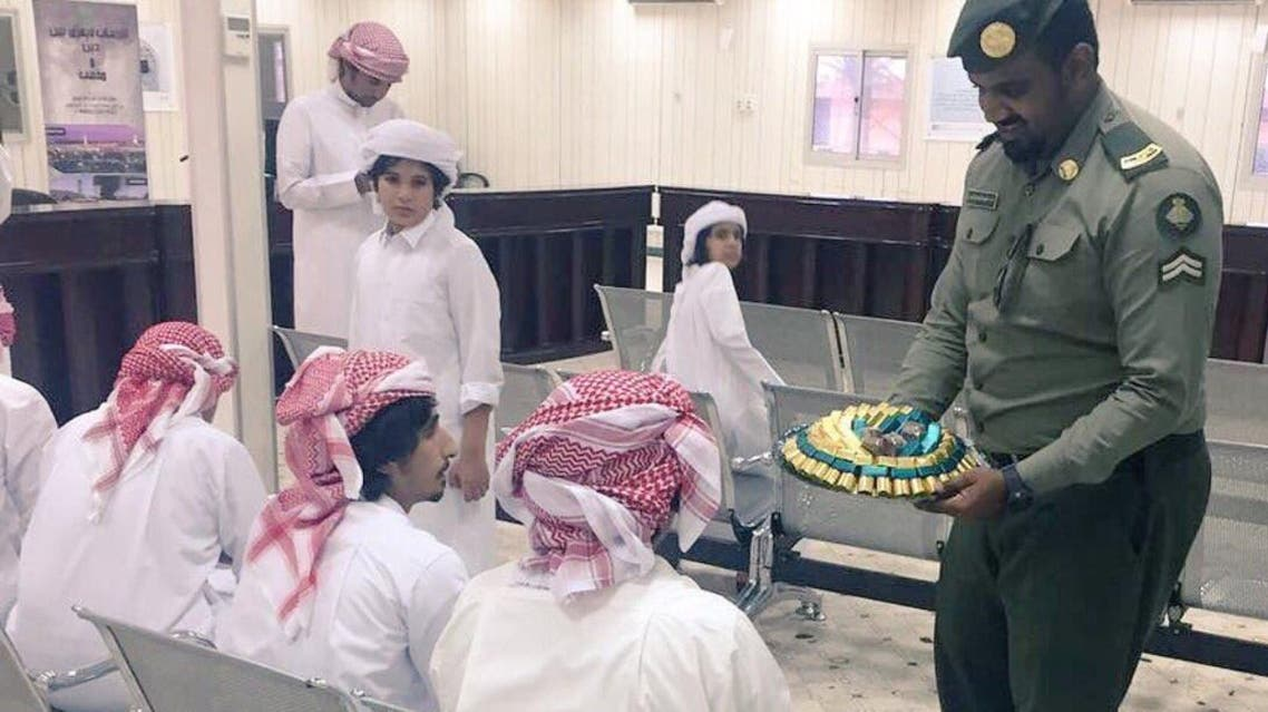 حجاج قطر يصلون منفذ سلوى البري مع السعودية