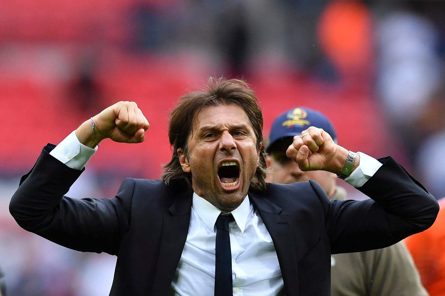 Chelsea's Italian head coach Antonio Conte (C) celebrates on the pitch at the end of the English Premier League football match between Tottenham Hotspur and Chelsea at Wembley Stadium in London, on August 20, 2017. Chelsea won 2-1. (AFP)